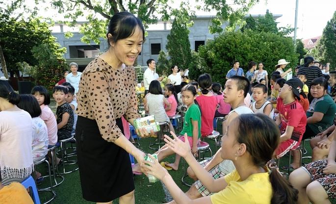 Vinamilk mang niềm vui uống sữa đến với trẻ em Hà Nội thông qua Quỹ sữa Vươn cao Việt Nam - Ảnh 5