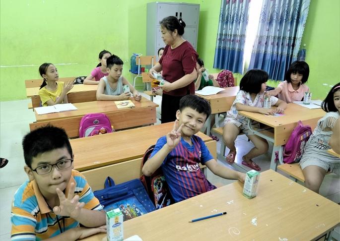 Vinamilk mang niềm vui uống sữa đến với trẻ em Hà Nội thông qua Quỹ sữa Vươn cao Việt Nam - Ảnh 6