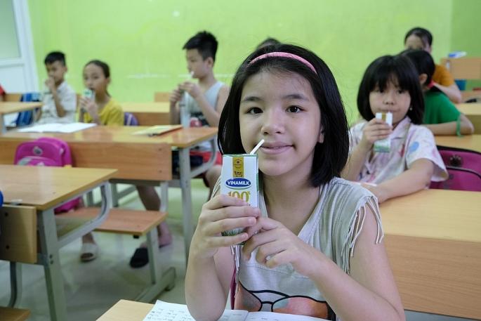 Vinamilk mang niềm vui uống sữa đến với trẻ em Hà Nội thông qua Quỹ sữa Vươn cao Việt Nam - Ảnh 7