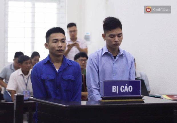 Xét xử vụ án nam sinh chạy Grab bị sát hại, cướp tài sản ở Hà Nội: Mẹ khóc nghẹn ôm di ảnh con đến toà - Ảnh 1