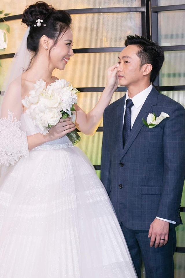 Cường Đô La cảm ơn mẹ vợ, Đàm Thu Trang tâm sự về mẹ chồng tại hôn lễ - Ảnh 1