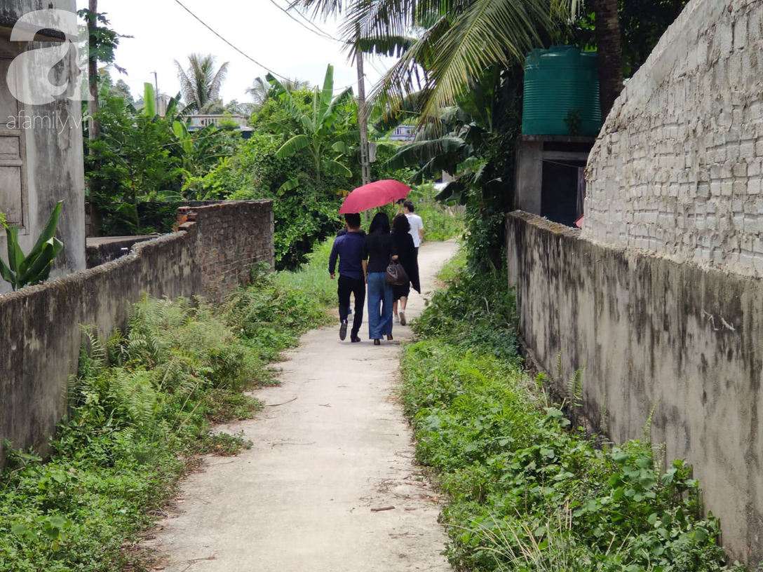 Đám tang đẫm nước mắt của mẹ ca sĩ Châu Việt Cường: Nó đi nhặt ve chai dành dụm tiền thăm thằng Cường - Ảnh 1