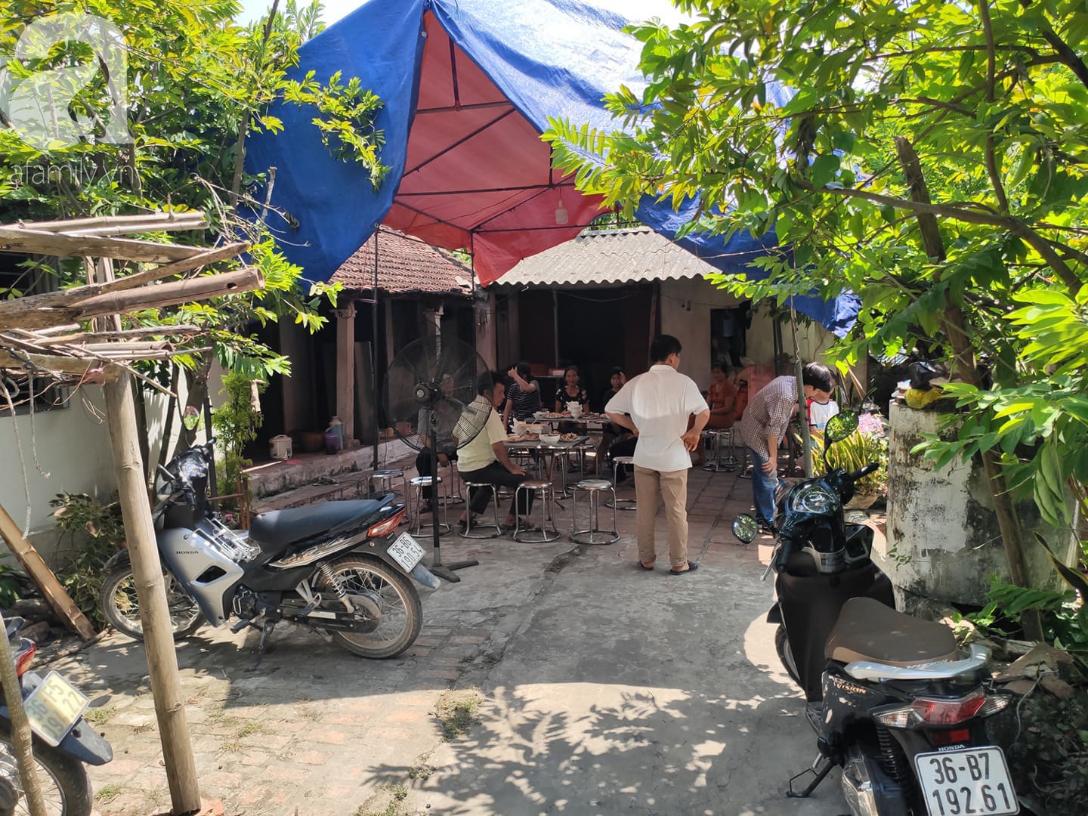 Đám tang đẫm nước mắt của mẹ ca sĩ Châu Việt Cường: Nó đi nhặt ve chai dành dụm tiền thăm thằng Cường - Ảnh 2