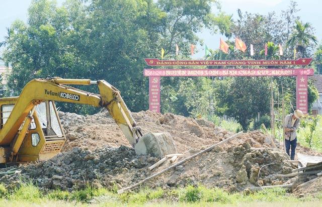 Huyện nghèo Minh Long và dự án cổng chào khủng 2 tỷ đồng - Ảnh 1
