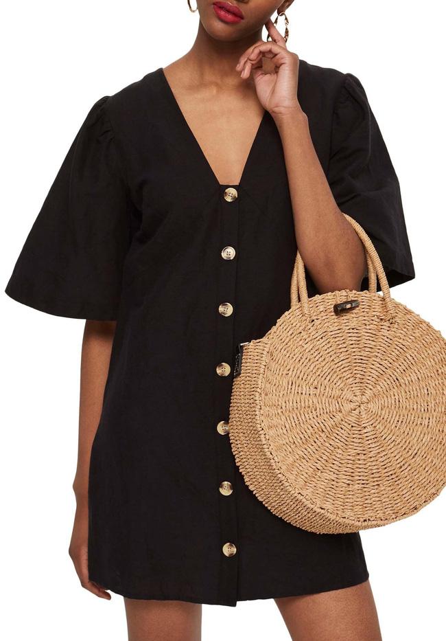 11 bộ váy đen tối giản cứ tưởng là nhàm chán, nhưng lại có thể giúp chị em quyến rũ hết phần thiên hạ - Ảnh 1