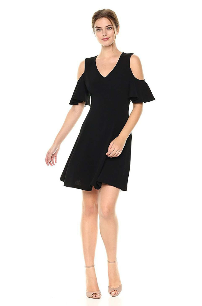 11 bộ váy đen tối giản cứ tưởng là nhàm chán, nhưng lại có thể giúp chị em quyến rũ hết phần thiên hạ - Ảnh 2