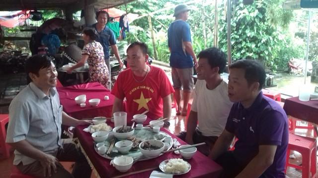 Bố mẹ thủ môn Tiến Dũng mổ nghé khao cả làng để cổ vũ U23 Việt Nam - Ảnh 4