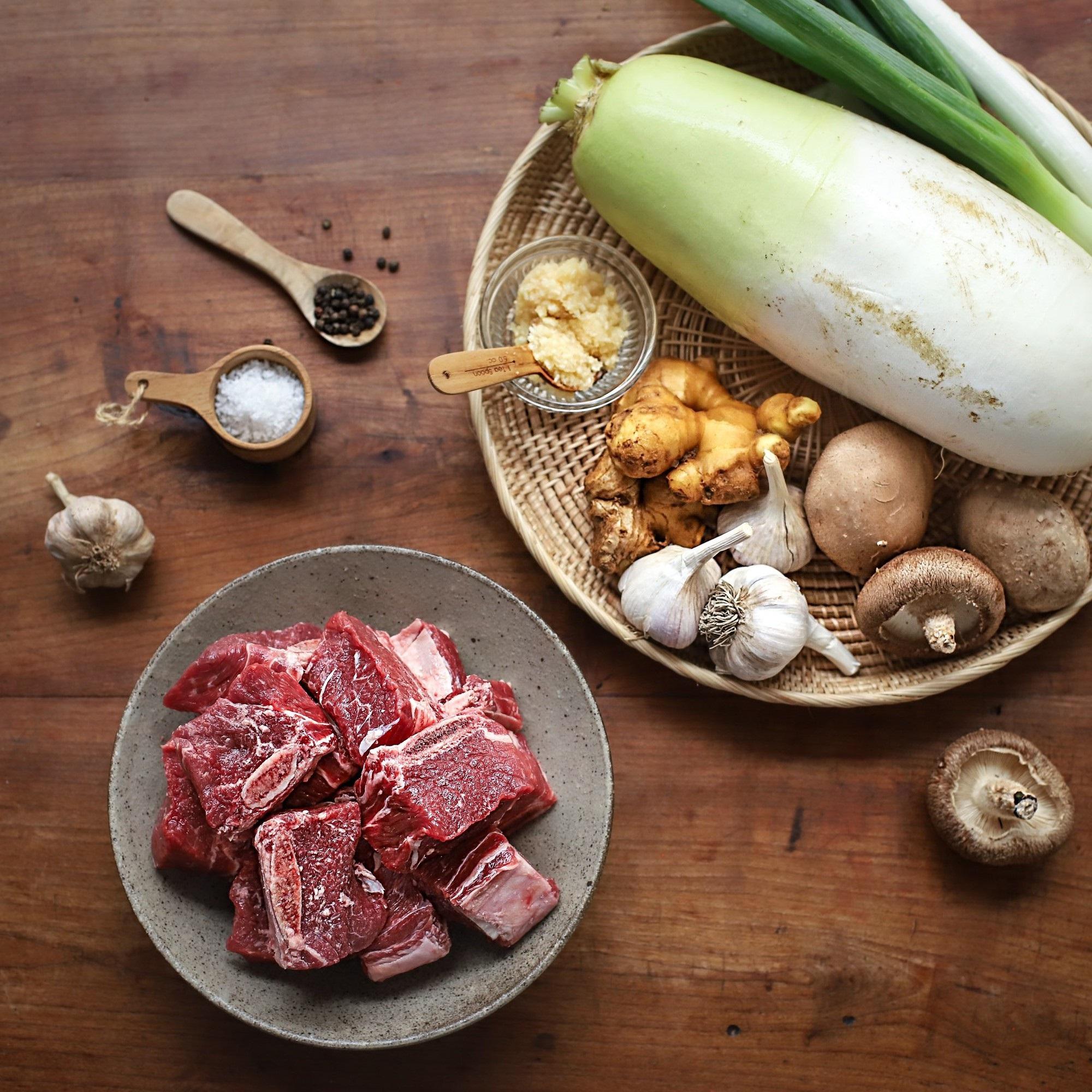 Học người Hàn cách nấu canh sườn ngọt thơm lạ miệng, ăn là thích ngay - Ảnh 1