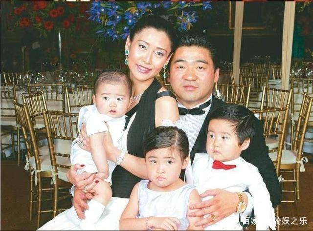 Cuộc sống sang chảnh của 'nữ hoàng phim cấp 3' Hong Kong sau khi giải nghệ - Ảnh 5