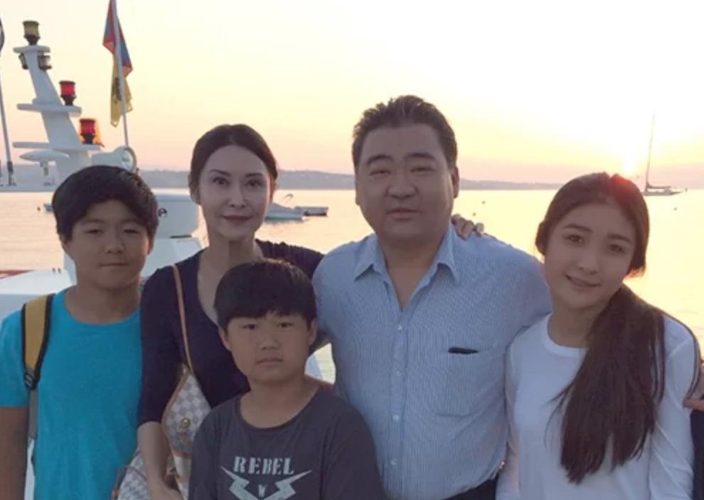 Cuộc sống sang chảnh của 'nữ hoàng phim cấp 3' Hong Kong sau khi giải nghệ - Ảnh 7