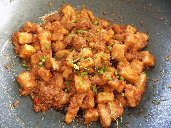 Thịt nạc rim khô đậm đà, ngon miệng bao nhiêu cơm cũng hết ngày mát trời - Ảnh 4