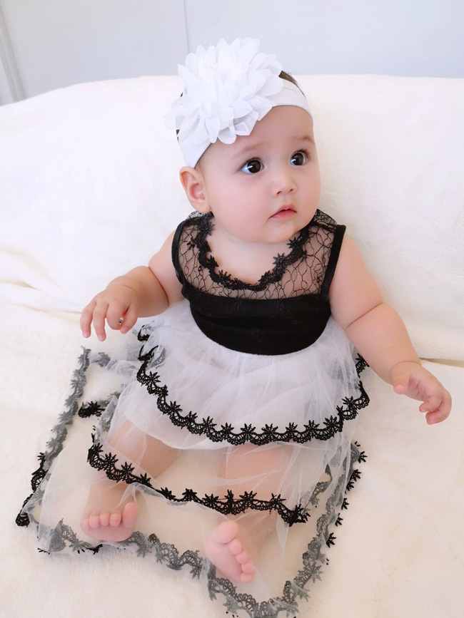 Mẹ trẻ khoe cô con gái cực dễ thương nhưng các mẹ lại say mê đếm số ngấn của bé - Ảnh 6