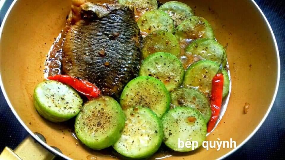 Cá rô kho bầu mềm ngọt, lạ miệng đổi bữa cho cả gia đình - Ảnh 2