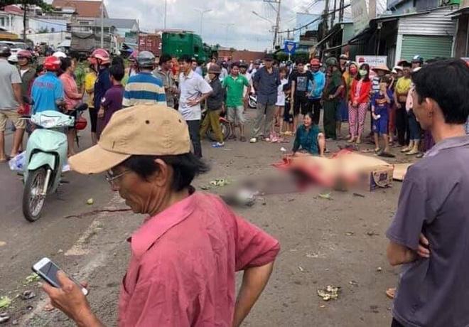 Bình Phước: Kinh hoàng thùng container văng xuống đường làm 2 vợ chồng thương vong, người thân khóc nghẹn tại hiện trường - Ảnh 2