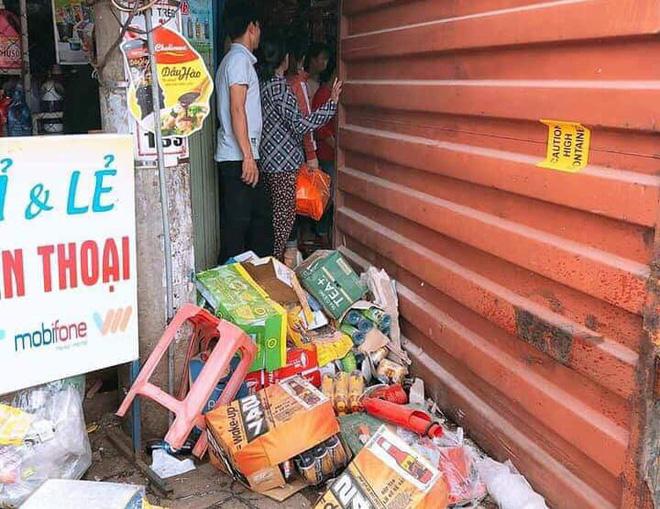 Bình Phước: Kinh hoàng thùng container văng xuống đường làm 2 vợ chồng thương vong, người thân khóc nghẹn tại hiện trường - Ảnh 3