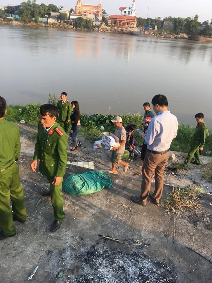 Tá hỏa phát hiện thi thể bé sơ sinh còn đỏ hỏn bị nhét trong ba lô ở bờ sông - Ảnh 2
