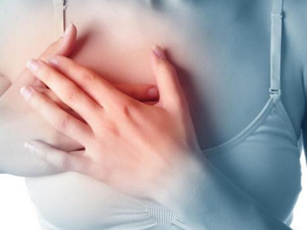 Mẹ và con gái cùng phát hiện ung thư vú trong một tháng từ dấu hiệu ít ai ngờ - Ảnh 2