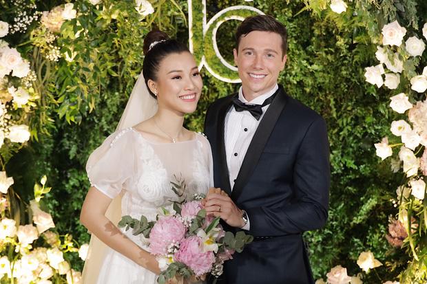 """Bằng chứng Hoàng Oanh và chồng Tây """"cưới chạy bầu"""" - Ảnh 7"""