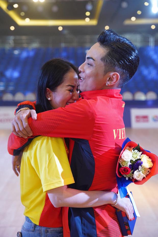Khánh Thi òa khóc nức nở, ôm Phan Hiển không rời khi ông xã xuất sắc giành HCV tại SEA Games 30 - Ảnh 5