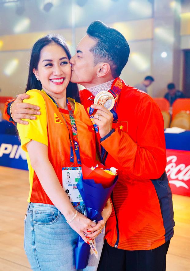 Khánh Thi òa khóc nức nở, ôm Phan Hiển không rời khi ông xã xuất sắc giành HCV tại SEA Games 30 - Ảnh 6