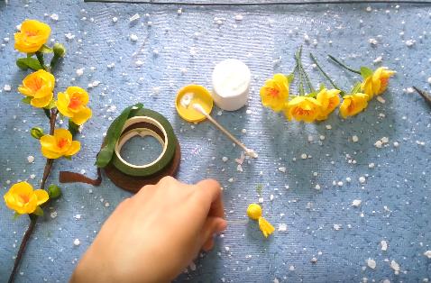 Buộc chặt phần búp hoa bằng chỉ