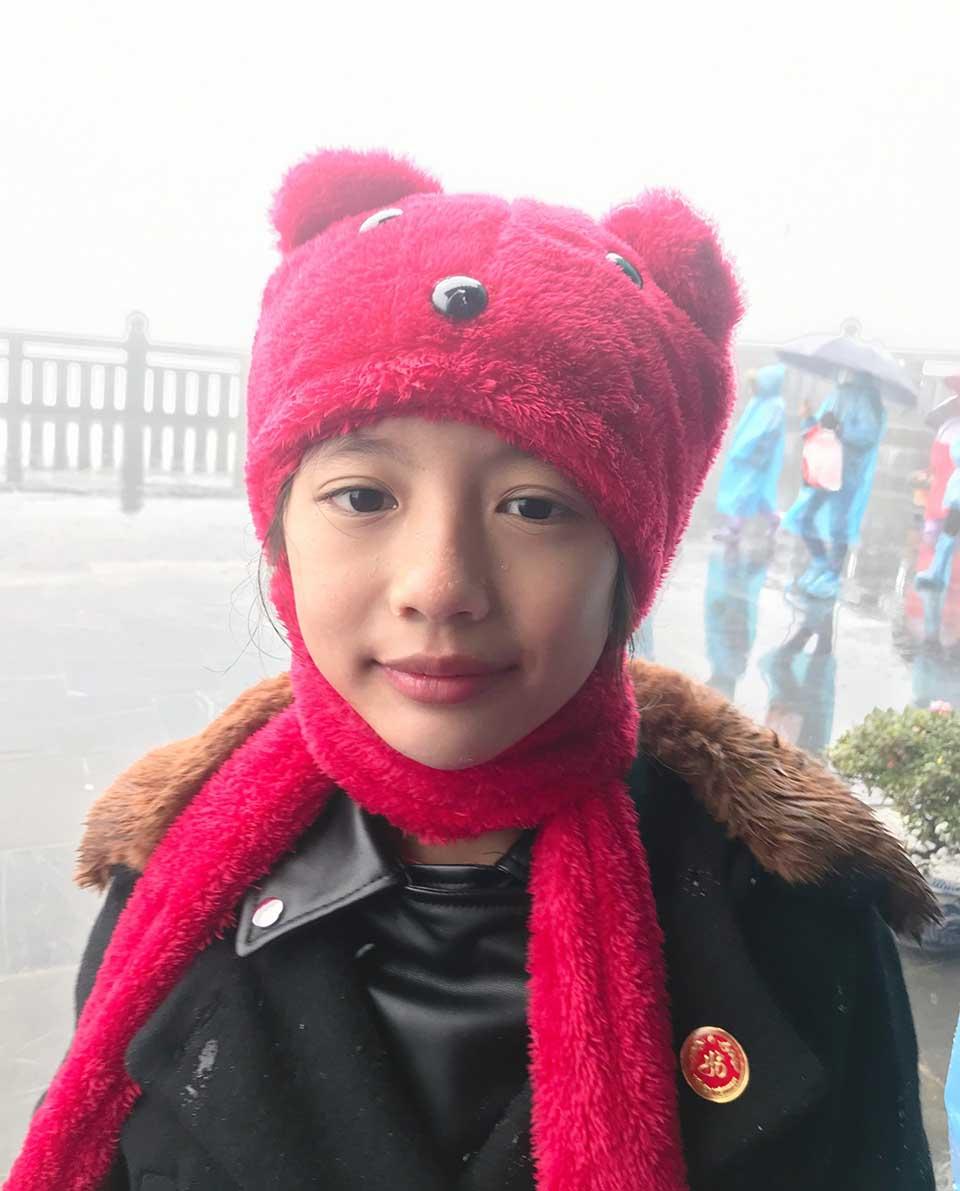 Hoa hậu Ngọc Diễm cùng con gái 8 tuổi lên đỉnh Fansipan khi trời -4 độ C - Ảnh 1