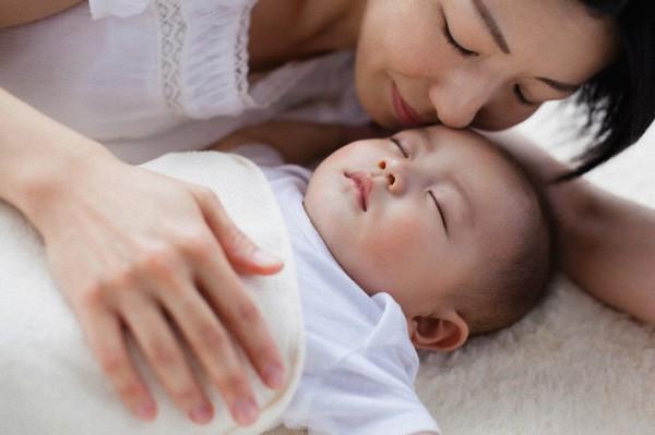 Muốn luyện trẻ sơ sinh ngủ ngoan, mẹ không được bỏ qua lời khuyên hữu ích từ chuyên gia hàng đầu - Ảnh 4