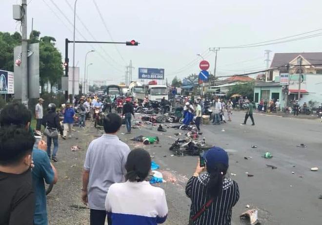 Ám ảnh lời kể nhân chứng vụ container tông 18 xe máy dừng đèn đỏ khiến 4 người tử vong, hơn 20 người bị thương - Ảnh 3