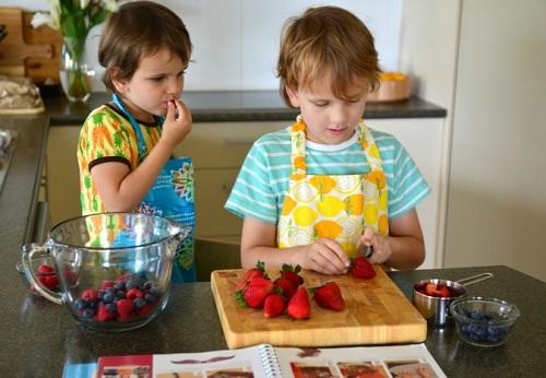 10 việc trẻ nên tự làm theo phương pháp Montessori  - Ảnh 2