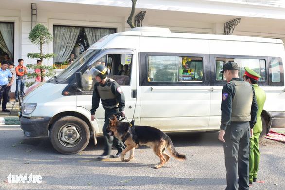 Dùng xe chở hài cốt chở hơn 14.000 viên ma túy đá - Ảnh 1