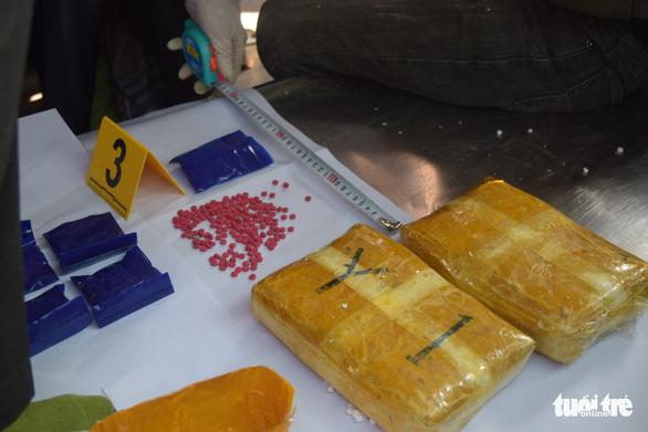 Dùng xe chở hài cốt chở hơn 14.000 viên ma túy đá - Ảnh 2