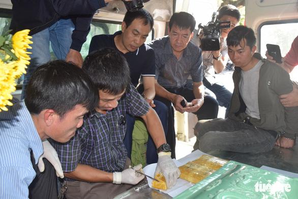 Dùng xe chở hài cốt chở hơn 14.000 viên ma túy đá - Ảnh 3