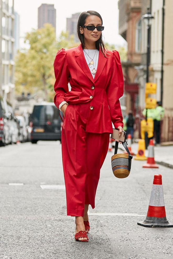 Gợi ý mặc đẹp với sắc đỏ cho mùa Tết Kỷ Hợi 2019 - Ảnh 3