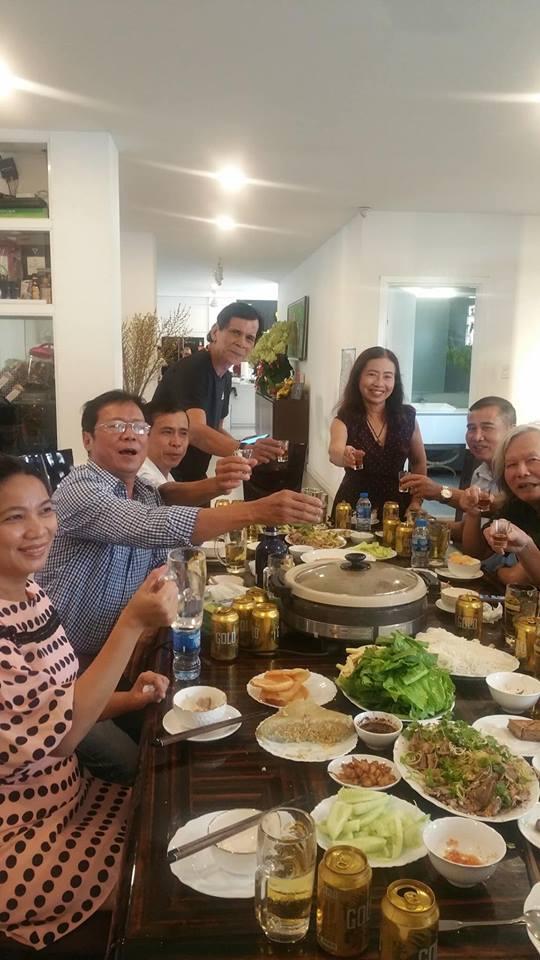 Hà Hồ - Kim Lý xuất hiện tình cảm trong bữa tiệc liên hoan cuối năm của gia đình - Ảnh 1