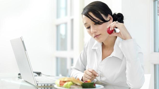 Không cần ăn kiêng kham khổ nữa, bạn vẫn có thể giảm cân chỉ bằng vài mẹo đơn giản - Ảnh 3