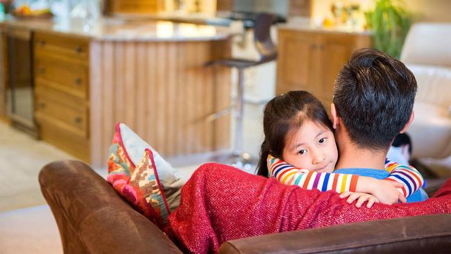 Lỡ mắng mỏ con quá nặng lời thì đây chính là điều cha mẹ nên làm để trẻ không bị tổn thương về sau - Ảnh 2