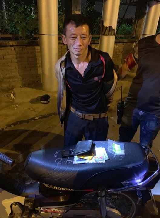 Hà Nội: Bị tuýt còi kiểm tra, đối tượng nghiện ngập tăng ga bỏ chạy không thành - Ảnh 1