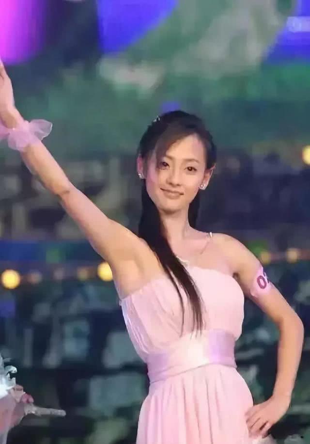 """Netizen xứ Trung choáng với nhan sắc đời thực của mỹ nhân """"Diên Hi Công Lược"""" - Trương Gia Nghê - Ảnh 10"""