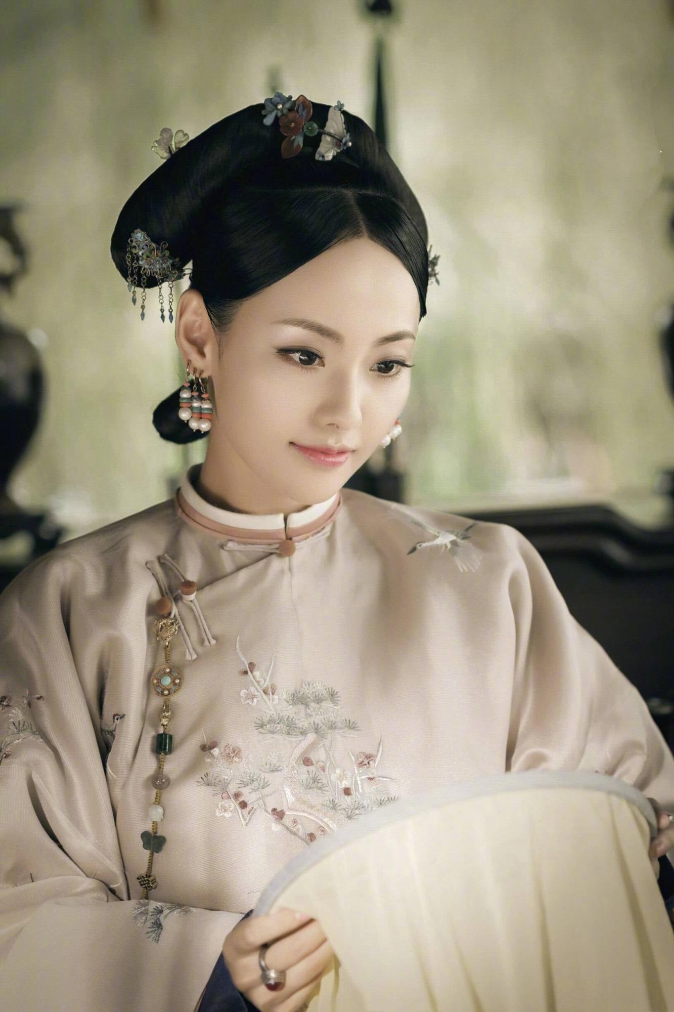 """Netizen xứ Trung choáng với nhan sắc đời thực của mỹ nhân """"Diên Hi Công Lược"""" - Trương Gia Nghê - Ảnh 3"""