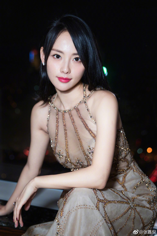 """Netizen xứ Trung choáng với nhan sắc đời thực của mỹ nhân """"Diên Hi Công Lược"""" - Trương Gia Nghê - Ảnh 9"""