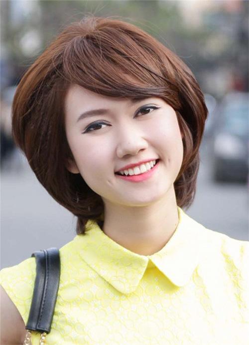 Muốn trẻ trung, tươi tắn hơn tuổi, phụ nữ U40 chỉ cần cắt 3 kiểu tóc uốn thời thượng này - Ảnh 11