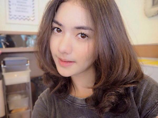 Muốn trẻ trung, tươi tắn hơn tuổi, phụ nữ U40 chỉ cần cắt 3 kiểu tóc uốn thời thượng này - Ảnh 4