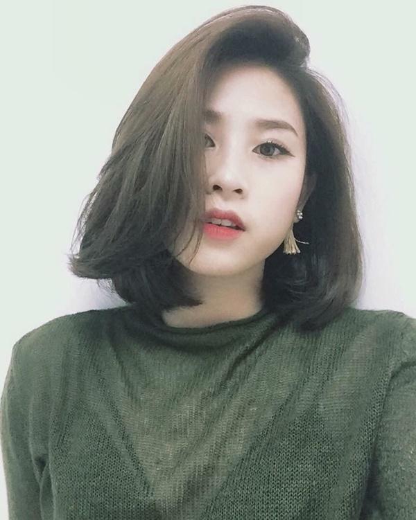 Muốn trẻ trung, tươi tắn hơn tuổi, phụ nữ U40 chỉ cần cắt 3 kiểu tóc uốn thời thượng này - Ảnh 5