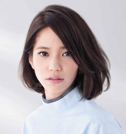 Muốn trẻ trung, tươi tắn hơn tuổi, phụ nữ U40 chỉ cần cắt 3 kiểu tóc uốn thời thượng này - Ảnh 7