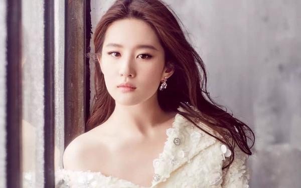 Dương Mịch, Lưu Diệc Phi và Cảnh Điềm: Nữ diễn viên nào xuất hiện nhiều nhất trong giải thưởng Cây chổi vàng? - Ảnh 3