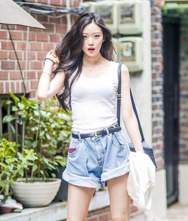 """Style """"du hí"""" của Minh Hằng sẽ gợi ý bạn phong cách ăn mặc cực xịn xò ngày nắng lên - Ảnh 3"""