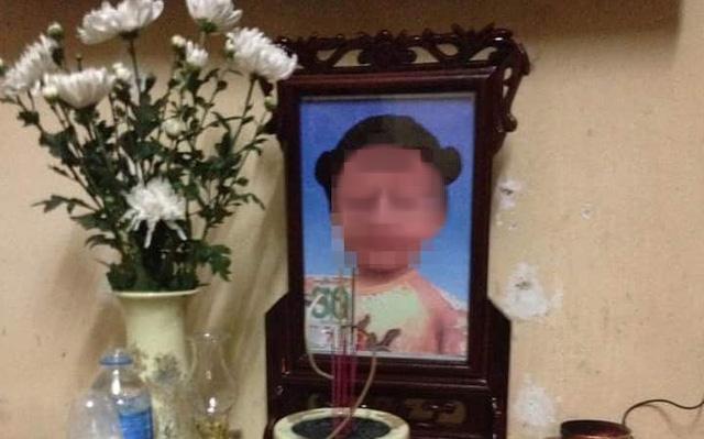 Vụ bé gái 3 tuổi tử vong nghi do mẹ đẻ và cha dượng bạo hành: Thủ phạm có thể đối mặt với tội Giết người - Ảnh 1