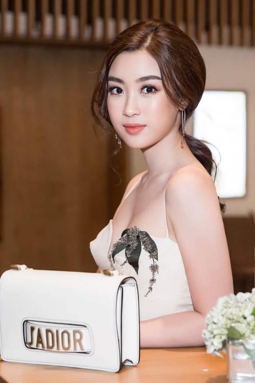 Học Hoa hậu Đỗ Mỹ Linh các bước dưỡng da buổi sáng để sở hữu mặt mộc đẹp lung linh, không tì vết - Ảnh 1