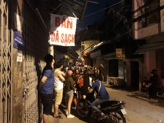 Hà Nội: Khói lửa khét lẹt từ tiệm cắt tóc sâu trong hẻm khiến nhiều người dân hoảng loạn - Ảnh 2