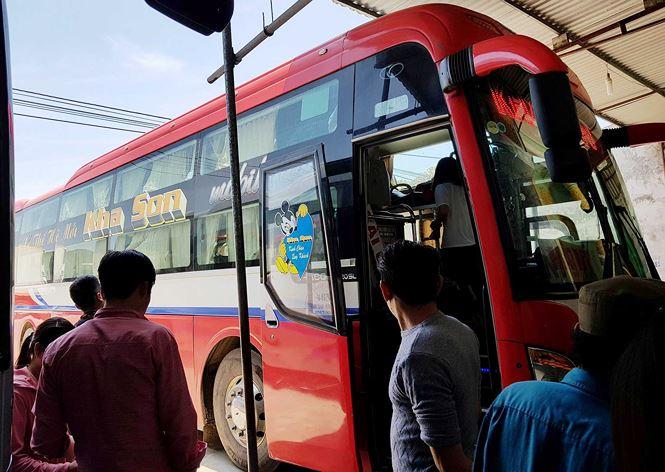 'Hành xác' trên chuyến xe trở lại Hà Nội sau nghỉ lễ - Ảnh 1